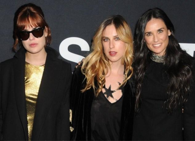 """Dochters van Demi Moore spreken zich uit over haar verslaving: """"Er kwam een monster tevoorschijn"""""""