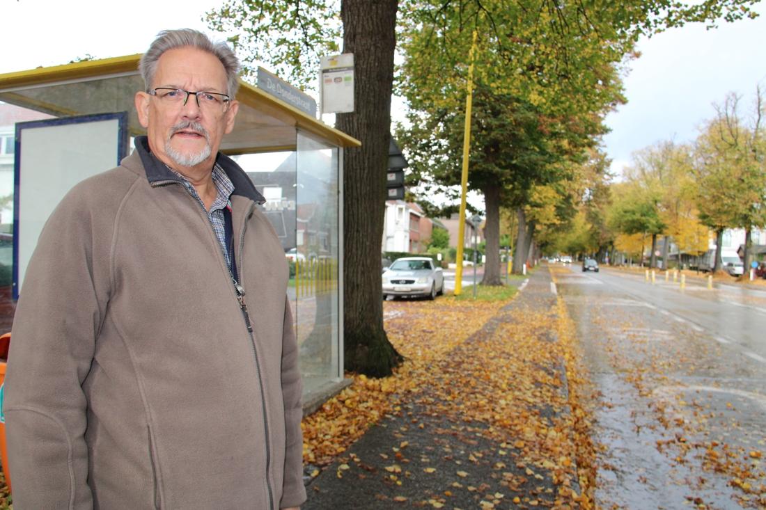 Tot tien bussen van De Lijn rijden 's ochtends niet uit (en bussen die wel rijden zitten zo vol dat ze niet stoppen om reizigers op te pikken)