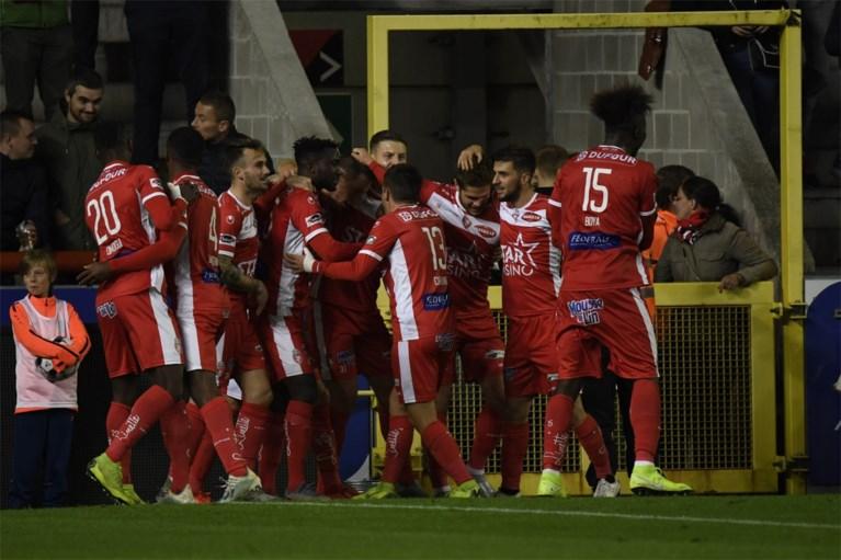 'Shame on you' zingen de Antwerp-fans na vierde nederlaag, Bölöni blijft onder druk staan