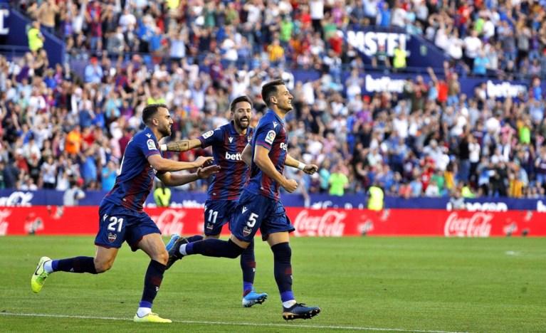 Barcelona in dolle tien minuten de boot in bij middenmoter Levante, ondanks treffer Messi