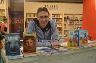 Nico De Braeckeleer signeert op de boekenbeurs