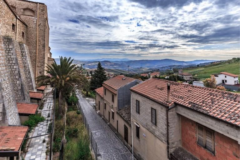 Italiaanse gemeente biedt gratis huizen aan om nieuwe inwoners te lokken