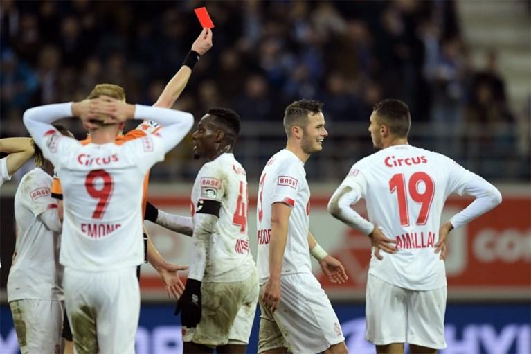 Tienkoppig Gent blijft ongeslagen in eigen huis: ook Standard gaat voor de bijl na spectaculair slot met twee rode kaarten