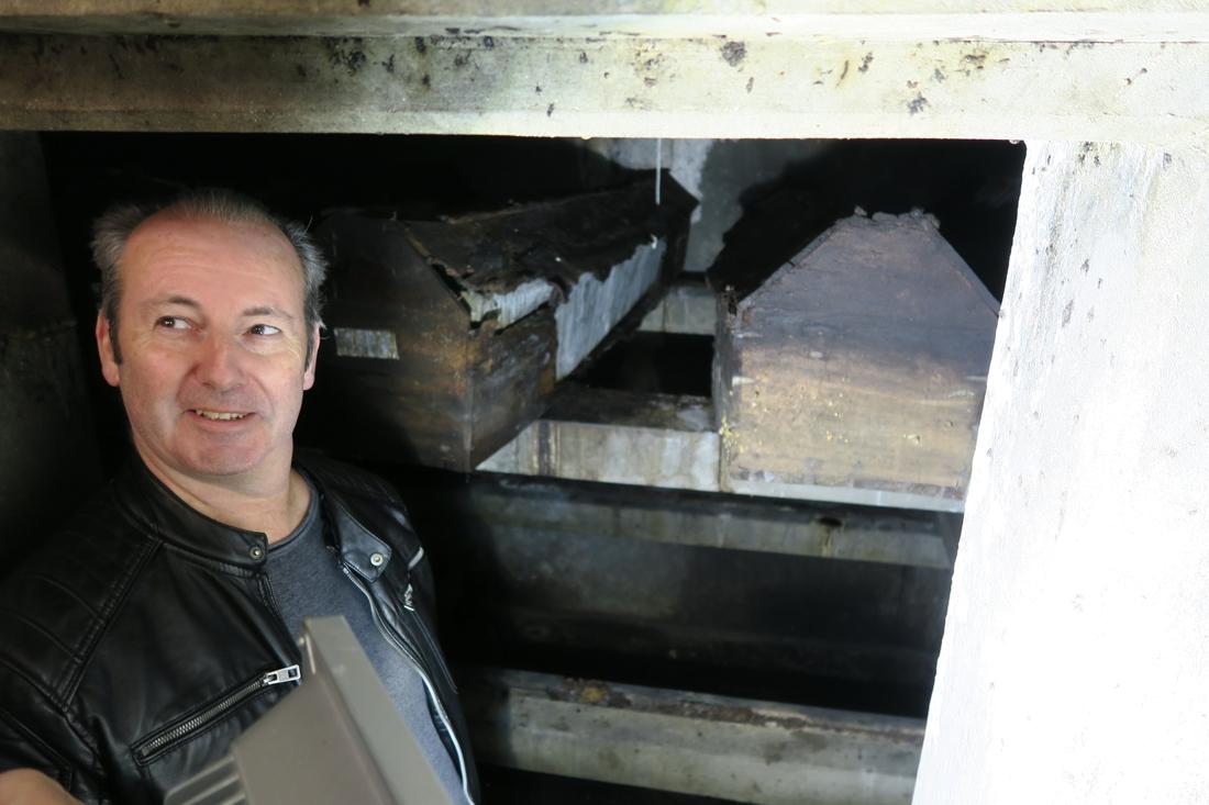 Geert vindt zijn overgrootvader terug in Nederlandse grafkelder, meer dan een eeuw na zijn dood