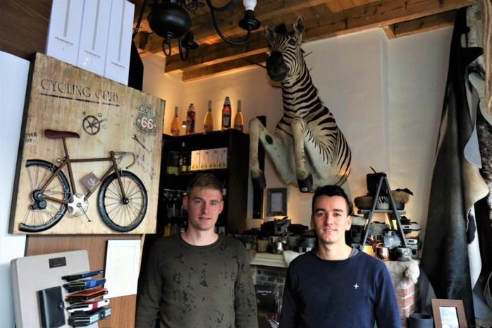 Lennert (24) en Lorenzo (25) realiseren idee dat ze al hadden bij de start van hun feestzaal Les Pavés