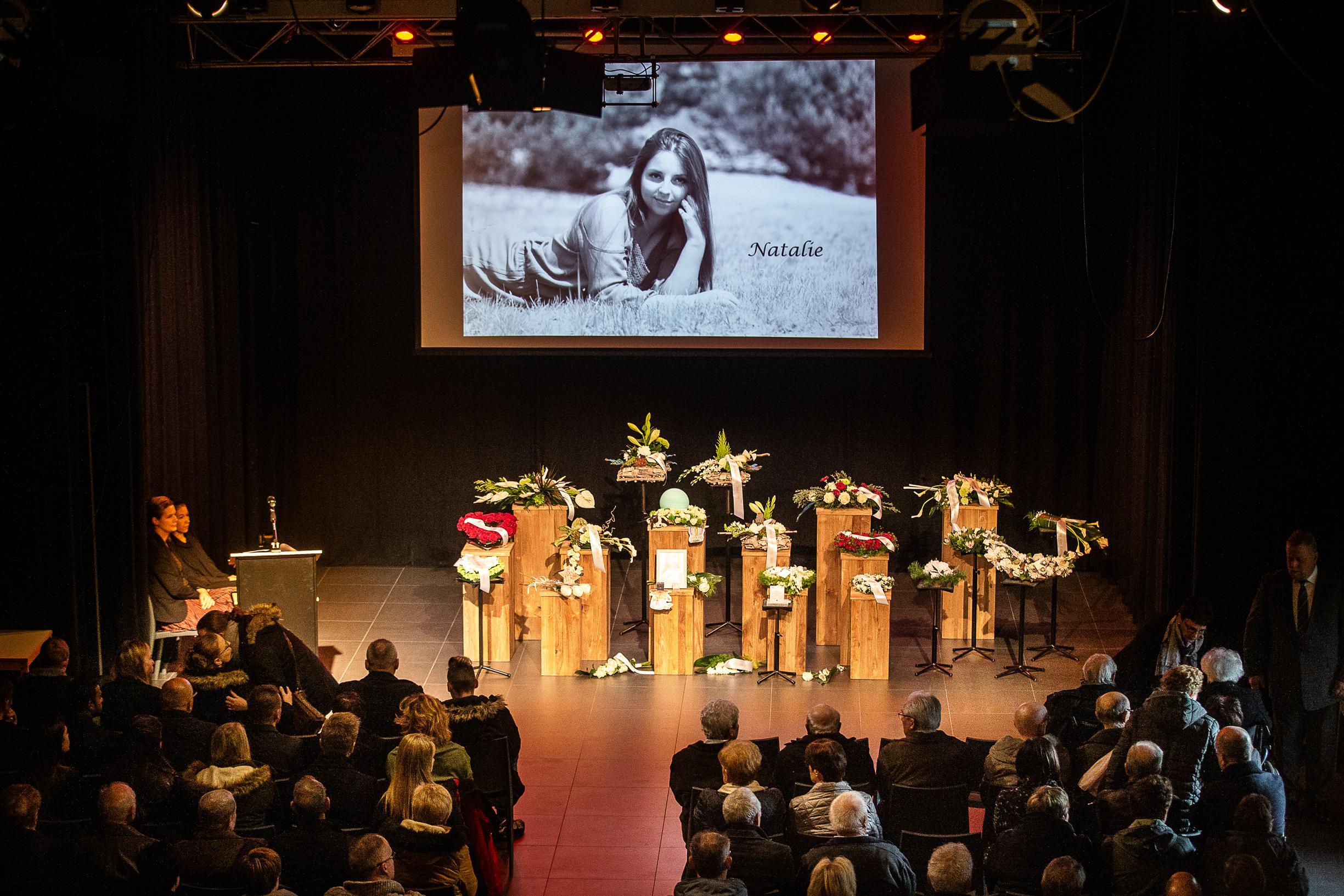 """Familie en vrienden nemen afscheid van Natalie (22): """"Je was zo jong en vrolijk"""""""