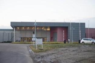 Twee jaar cel voor gevangene (21) die cipier toetakelde