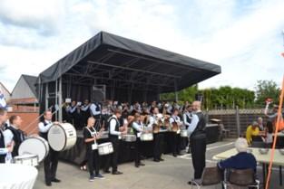 Koninklijke Fanfare Nieuw Leven Aaigem 'op wereldtournee' tijdens najaarsconcert