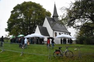 FOTO. Zegen van Sint-Hubertus in de regen