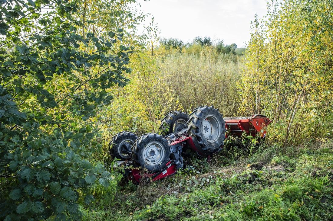 Medewerker De Lochting komt onder tractor terecht