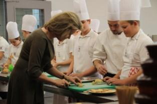 """Koningin Mathilde op bezoek in Hotelschool Ter Duinen: """"Ze is een echte keukenprinses"""""""