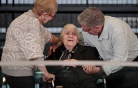 """Vrouw die haar leven riskeerde om een Joodse familie te redden, eindelijk met hen herenigd: """"Nu kan ik rustig sterven"""""""