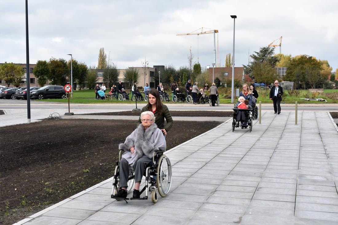 Met een stoet van rolstoelen verhuizen 155 bewoners naar nieuw woonzorgcentrum