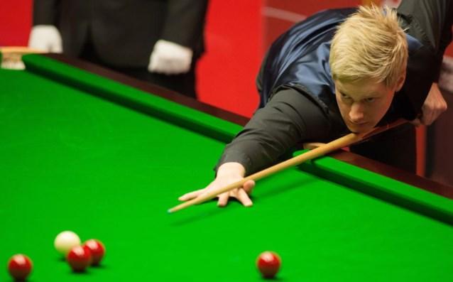 Neil Robertson is eerste halve finalist op Champion of Champions snooker