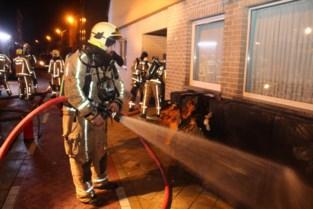 Bewoonster raakt gewond bij brand in appartement