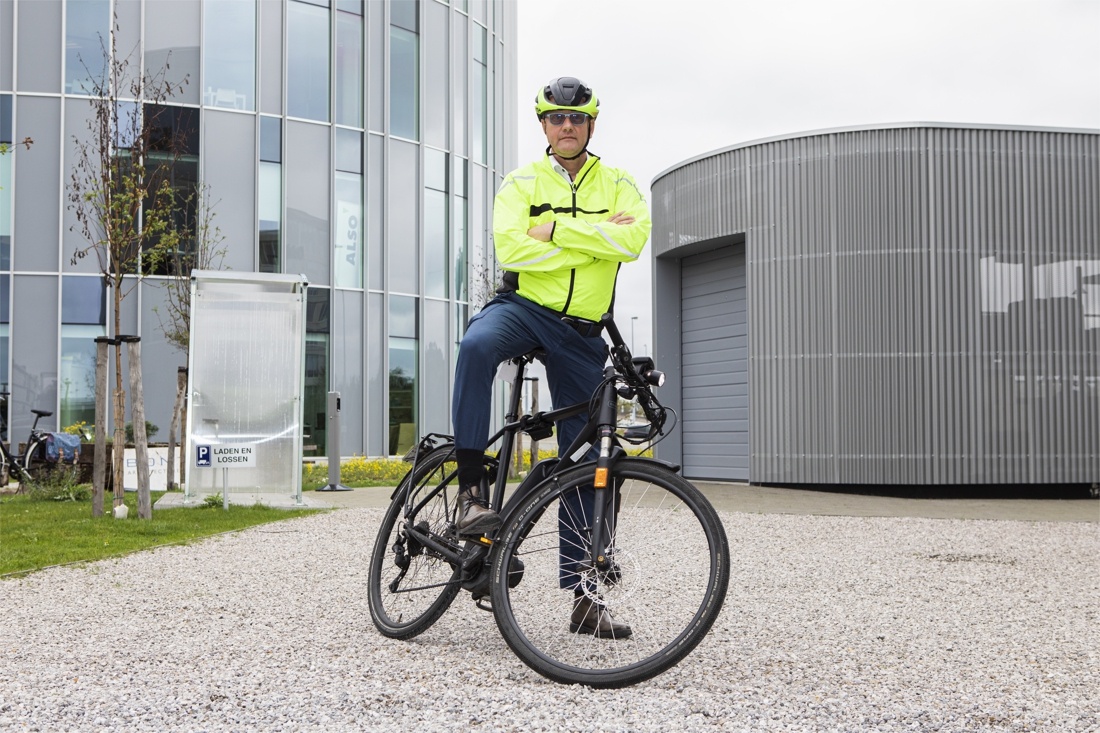 """Bedrijfsleider laat auto op stal voor woon-werkverkeer: """"Ik zou graag de helft van mijn personeel op de fiets krijgen"""" - Het Nieuwsblad"""