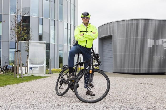 """Bedrijfsleider laat auto op stal voor woon-werkverkeer: """"Ik zou graag de helft van mijn personeel op de fiets krijgen"""""""