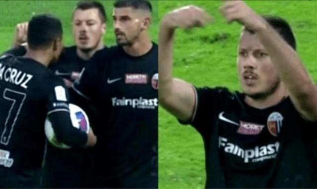 Spits is woedend dat hij penalty niet mag trappen en maakt zich vervolgens onmogelijk bij zijn club