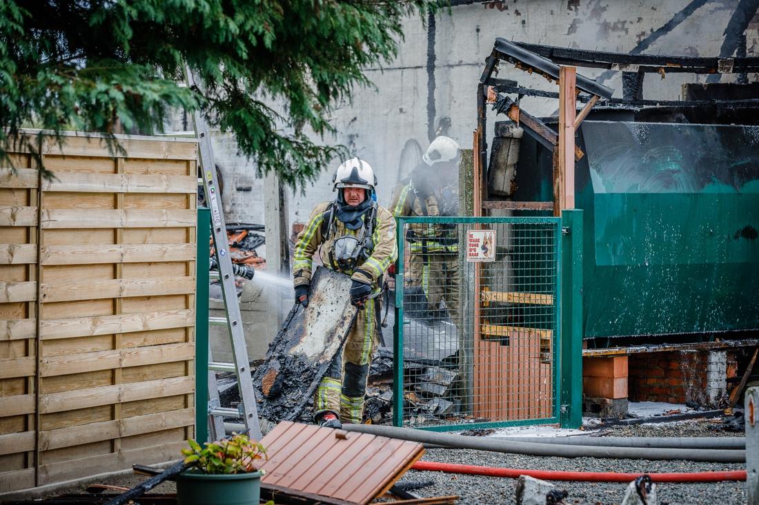 Huishoudtoestel vat vuur: garage brandt volledig uit (Bonheiden) - Het Nieuwsblad