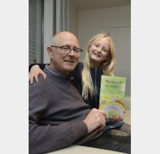 """Johan schrijft samen met kleindochter Floor (8) uniek boek over stilgeboren Fien: """"We hopen dat het kinderen kan helpen die een broertje of zusje verloren"""""""