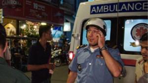 """Andy Peelman beleeft cultuurshock in Cambodja: """"Die ambulanciers hebben geen medische opleiding gekregen"""""""