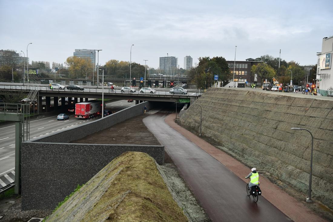 """Ringfietspad onder Stenenbrug is af: """"Dit wordt voor fietsers wat de Ring voor auto's is"""""""