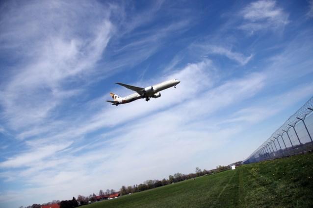 """Boeing opnieuw onder vuur: """"Noodzuurstof van Dreamliner 787 werkt niet naar behoren"""""""