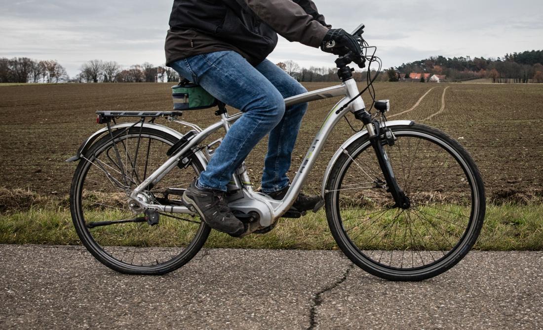 Speed pedelecs botsen op brug: beide fietsers zwaargewond - Het Nieuwsblad