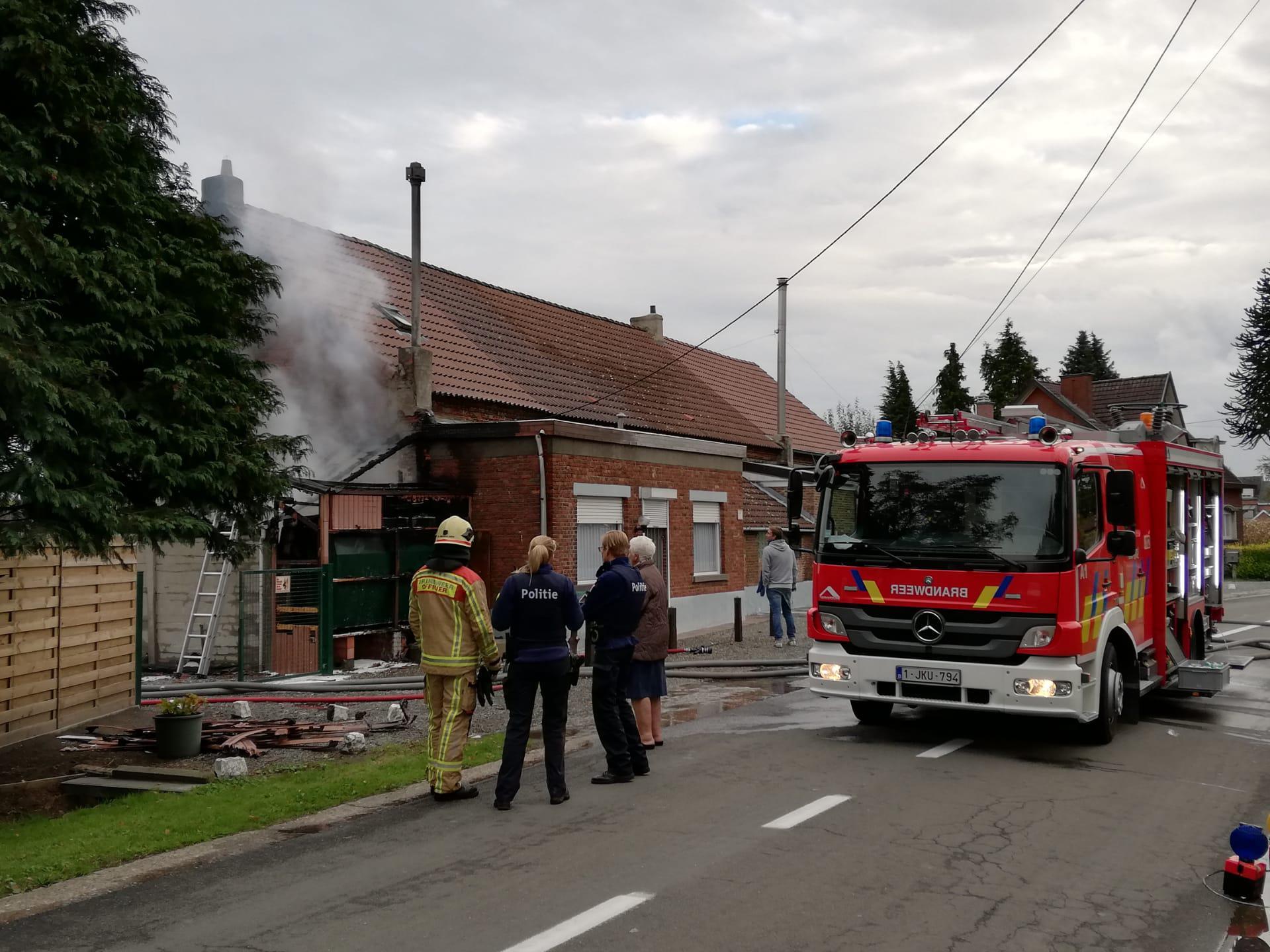 Huishoudtoestel vat vuur: garage brandt uit, maar niemand raakt gewond - Het Nieuwsblad