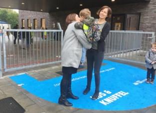 De Knipoog steunt SOS Kinderdorpen met Kus- en Knuffelzone