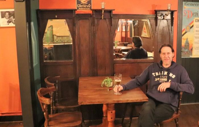 """Cultuurcafé wordt bruine kroeg: """"Ik wil mensen meenemen naar de goede oude tijd"""""""