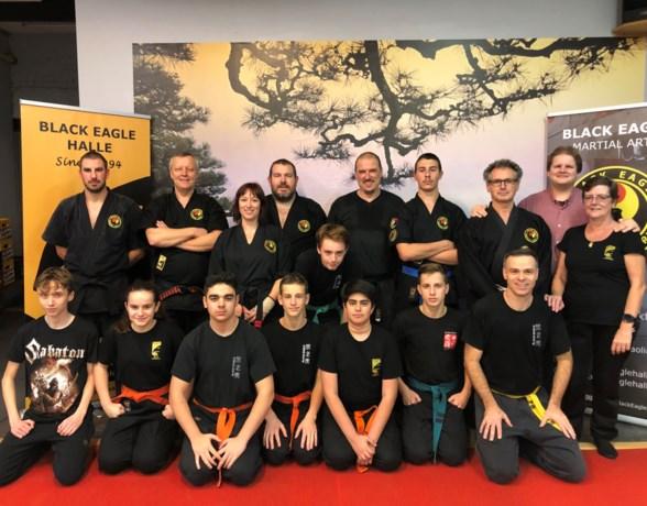 Black Eagle-leden demonstreren kung-fu