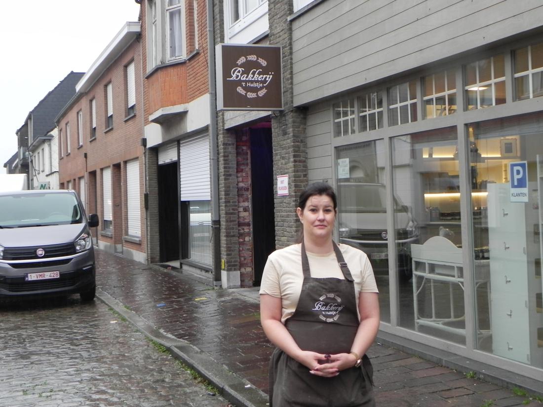 """Jaar na opening koopt bakker nieuw pand: """"Hier is gewoon te weinig parkeerruimte"""" - Het Nieuwsblad"""