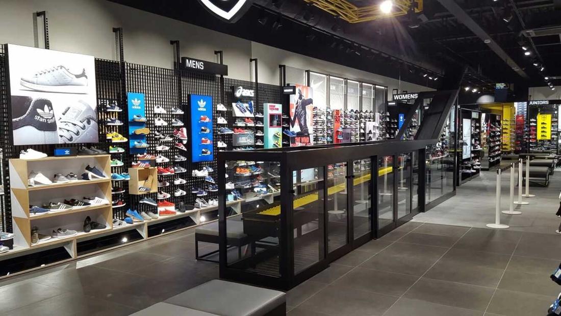 Sneakerwinkel JD Sports vanaf nu ook in Wijnegem - Het Nieuwsblad