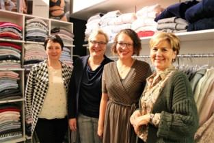 """Karine ontwerpt lingerie voor borstkankerpatiënten: """"We willen geen stempel op iemand kleven"""""""