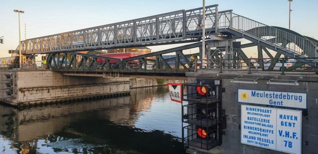 Versleten Meulestedebrug heeft tijdelijk broertje bij voor voetgangers en fietsers