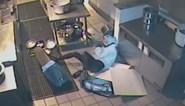 Vrouw wil restaurant beroven maar maakt pijnlijke val door het plafond
