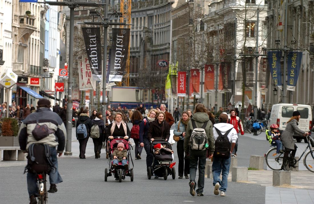 """Stadsgids noemt befaamde winkelstraat """"vergane glorie"""" (maar... (Antwerpen) - Het Nieuwsblad"""