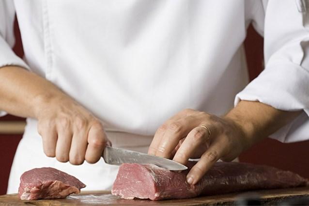 Experts waarschuwen voor plastic lepels, gardes en spatels tijdens het koken