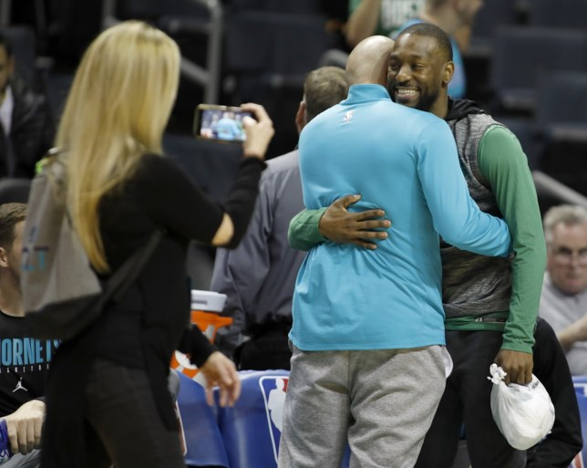 Kemba Walker wint met Boston bij terugkeer naar Charlotte maar kan tranen niet bedwingen