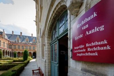 """Veertiger moet 1 euro schadevergoeding betalen aan stiefdochter wiens haar hij wou afscheren: """"Ze was een slechte moslima"""""""