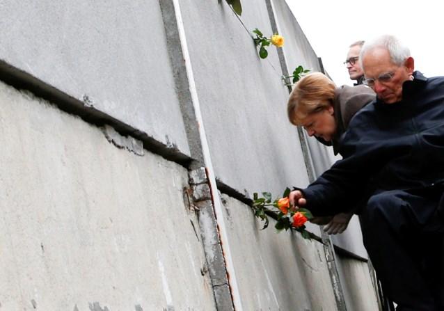 """Dertig jaar na de val Berlijnse Muur roept Merkel op om """"vrijheid te verdedigen, haat en racisme te bestrijden"""""""