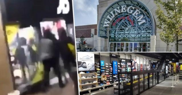 Waterkanon bij Wijnegem Shopping Center om relschoppers af te schrikken