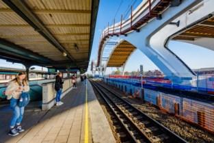Sloop station in voorjaar van start