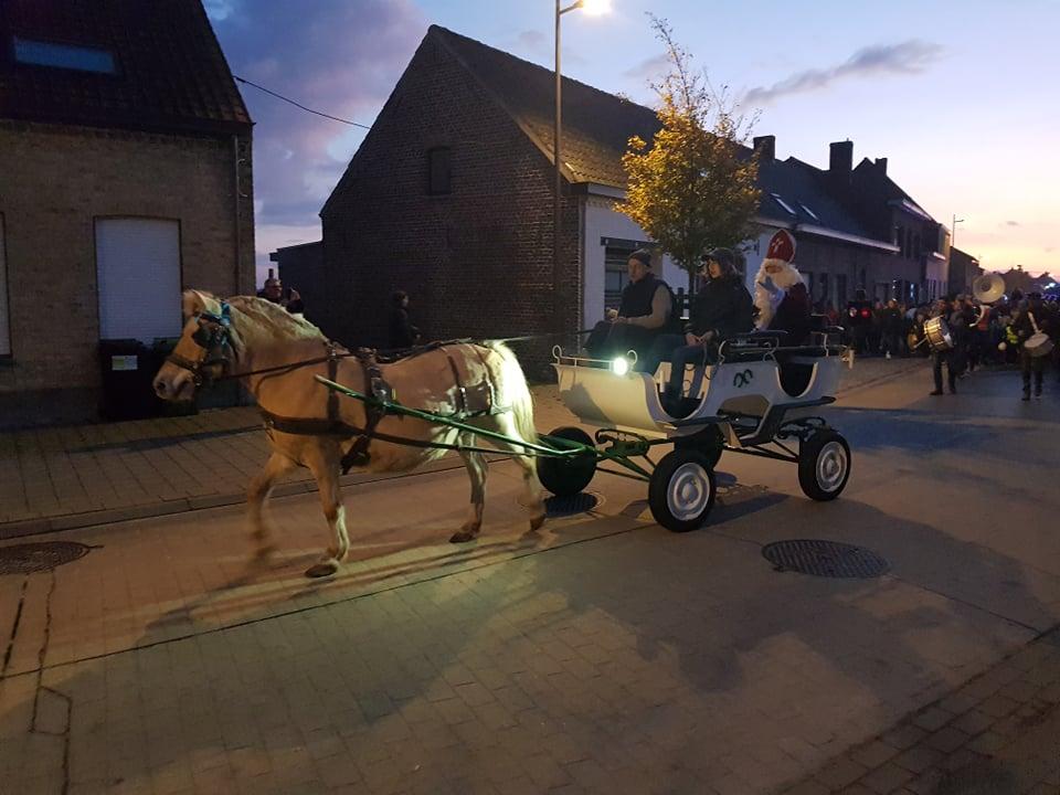 Sint komt met de koets naar Reninge - Het Nieuwsblad