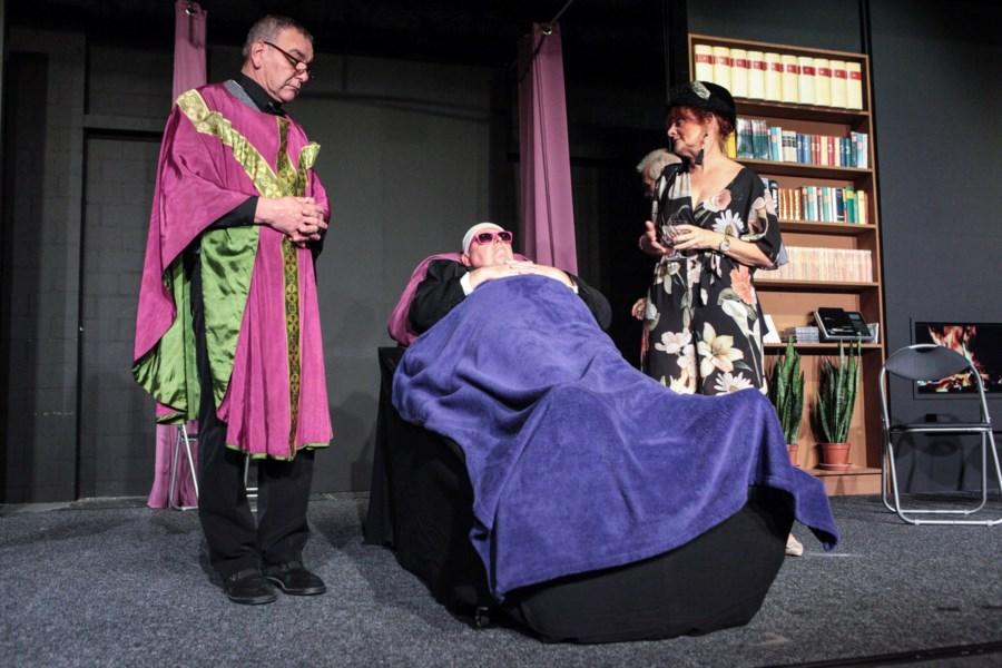 Theater Maskée gelooft in leven na de dood - Het Nieuwsblad