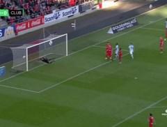 Standard ziet ultieme gelijkmaker afgekeurd na tussenkomst VAR en verliest met 1-2 van KV Mechelen