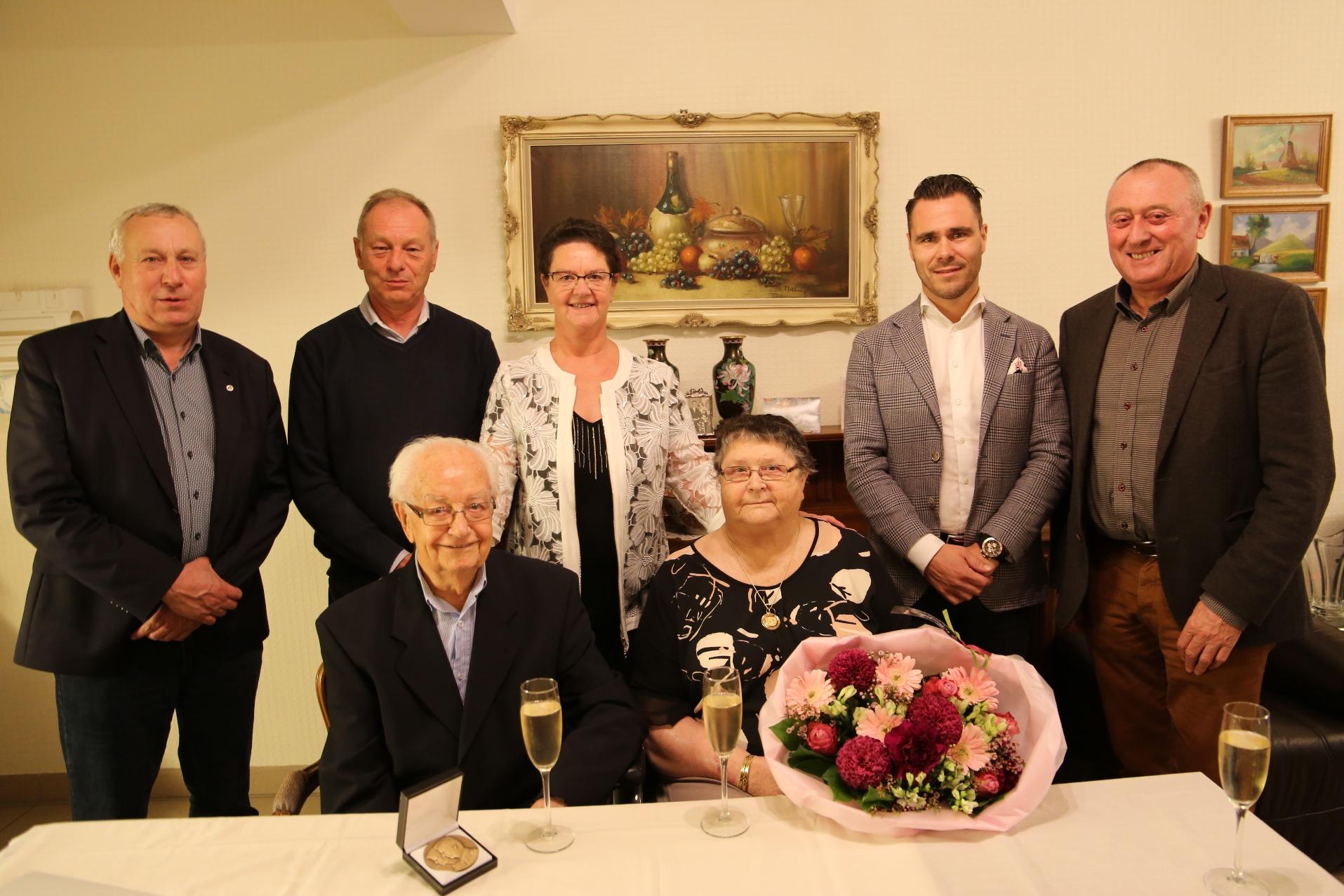 Schepencollege op bezoek bij de heer Raepsaet en mevrouw Libbrecht (65 jaar gehuwd)