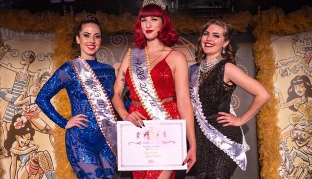 """Gentse showgirl Zoe Bizoe kroont zich tot 'Queen' op World Burlesque Games: """"Strippen is bijzaak"""""""