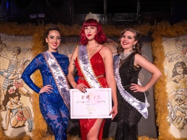 """Gentse showgirl Zoe Bizoe kroont zich tot 'Queen' op World Burlesque Games: """"Strippen is bijzaak, het gaat om power uitstralen"""""""